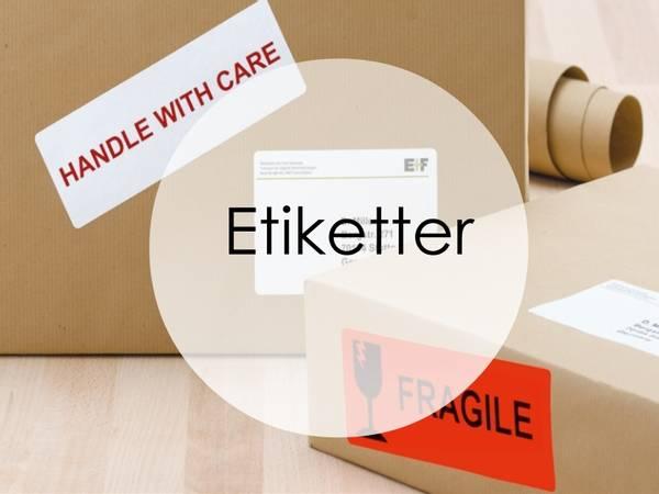 Etiketter på A3/A4 ark til skriver. Merkelapper til transport og frakt. Klistremerker på rull og i bane, merkelapper i kartong, dekor stickers, hengeetiketter og selvklebende tall/bokstaver.
